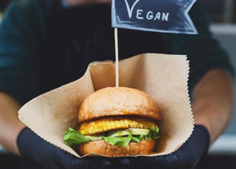Brasa Away lanza Vegan Brasa, la nueva hamburguesa 100% vegetal
